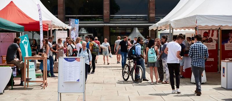 Der Karrieretag Freiburg für Aussteller dazu gehört die Karrieremesse und das Das Rahmenprogramm